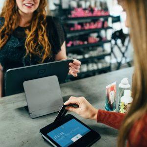 בנות עובדות על נוחכות דיגיטלית במשרד
